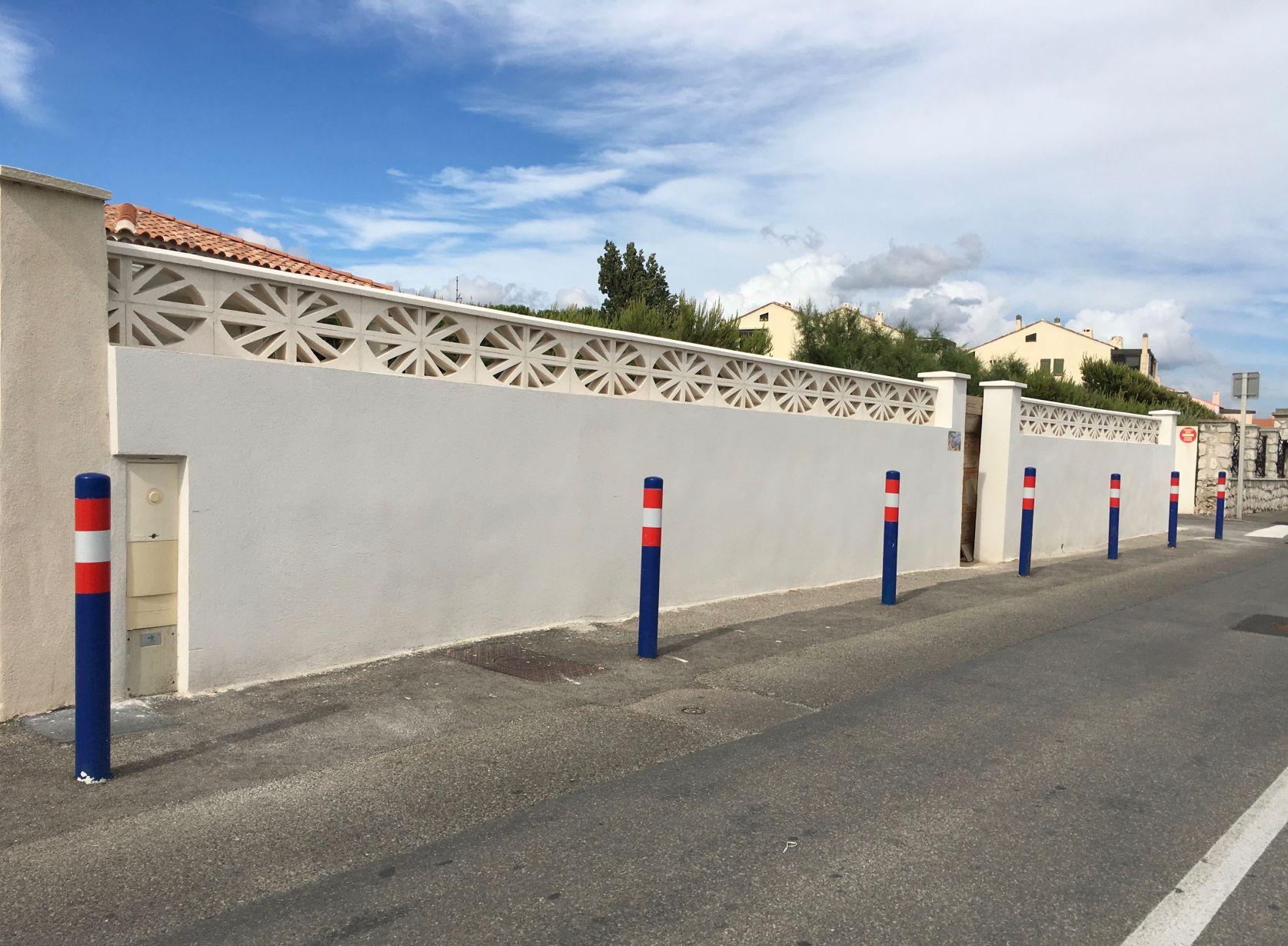 Application d enduit sur les murs d une cl ture sausset for Cloture sur mur